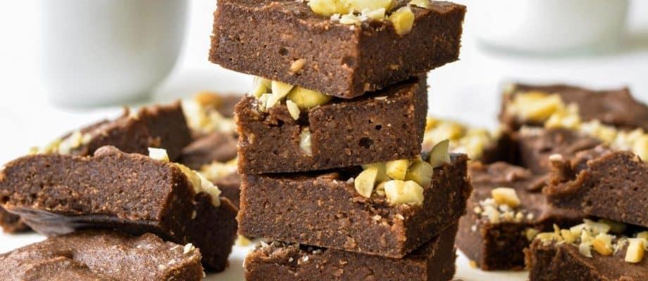 """Macadamia Nut""""ella"""" Brownies – Just 3 Ingredients"""